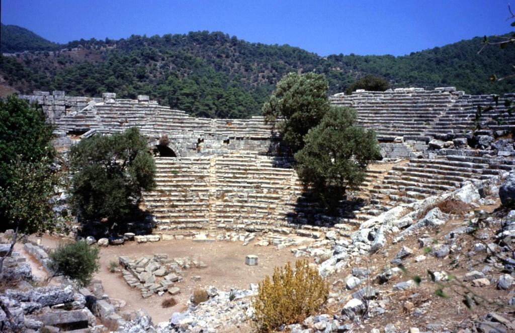 Kaunos Antik Kenti ve Kral Mezarları